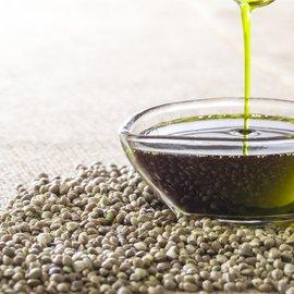 huile-de-chanvre-bienfaits-ingredient-cosmetique