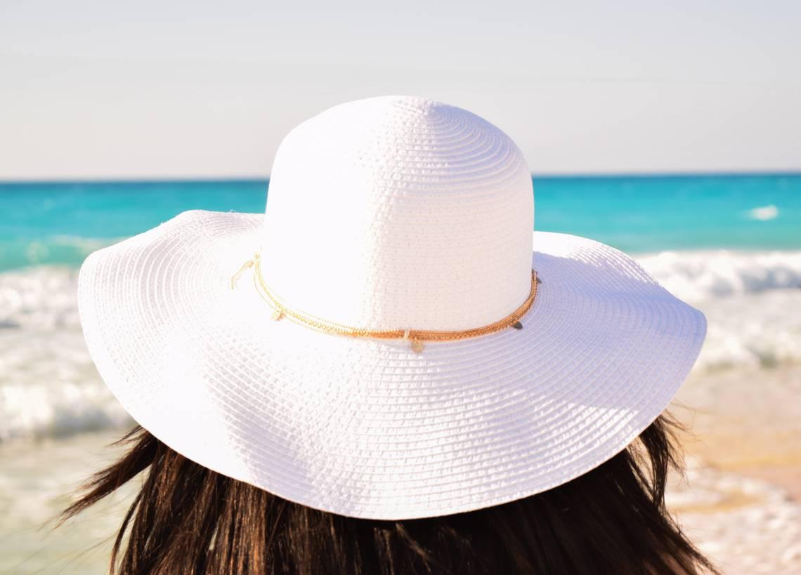 photo-femme-chapeau-plage