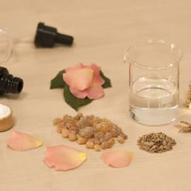 creating-perfume-1539654_1920.jpg