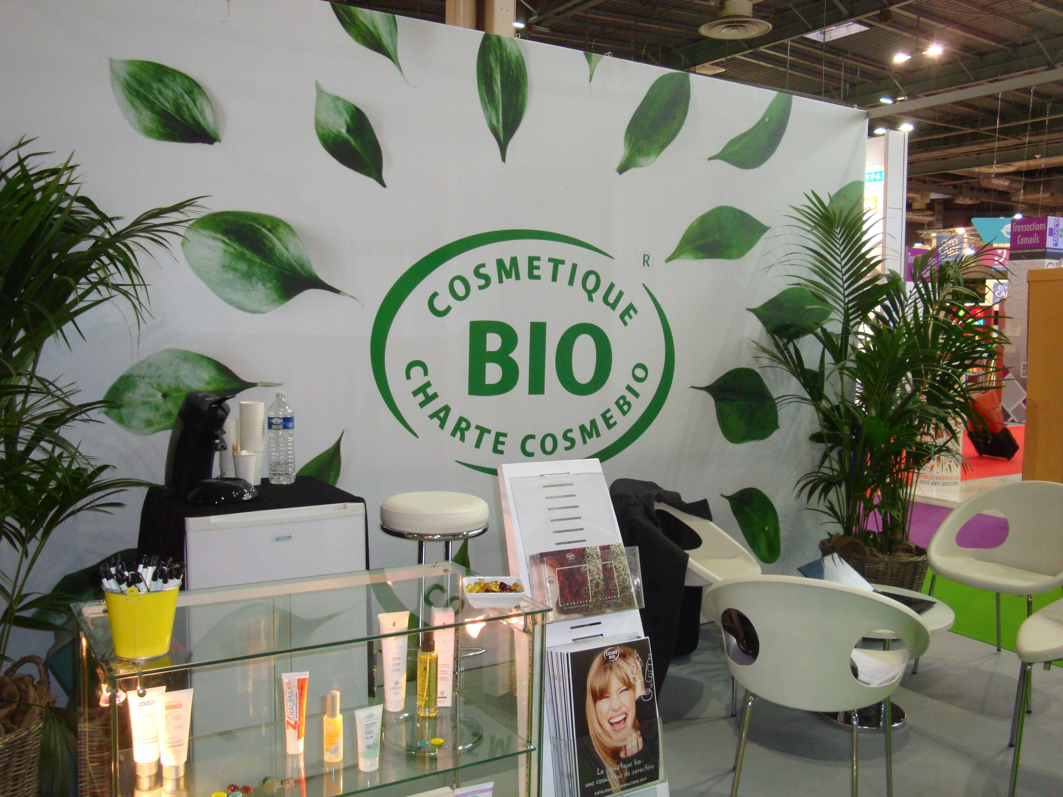 stand-cosmebio-pharmagora-cosmetiques-bio